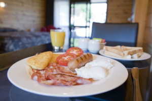 Lockwood Manor Motel Breakfast300